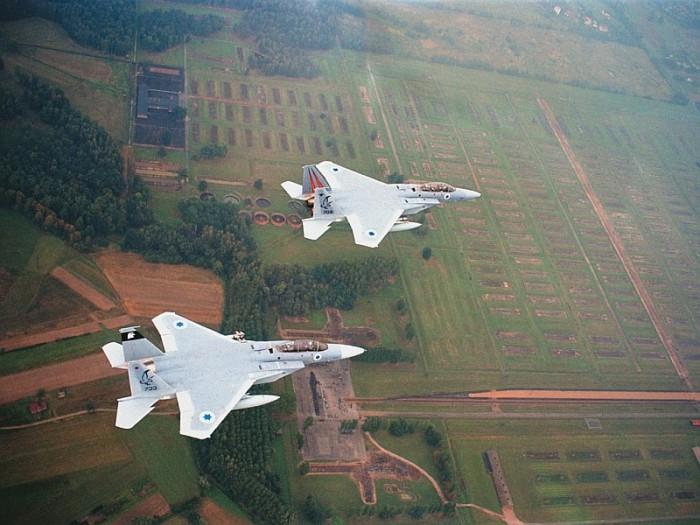 Israelische Luftwaffe über Birkenau, 4. September 2003.